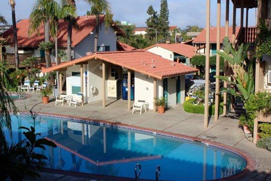 BEST WESTERN PLUS Pepper Tree Inn: Pool Reflections
