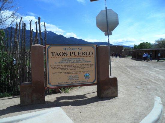 Taos Pueblo: entrée du pueblo