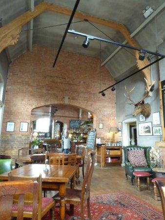 Malpas, UK: Looking through to the bar