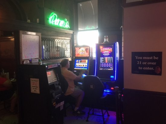 Kewanee, IL: Video Gaming room