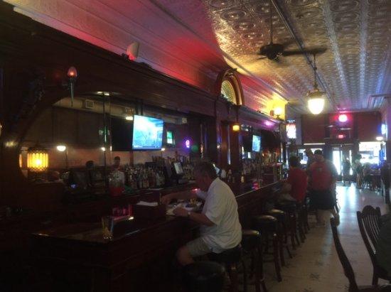 Kewanee, إلينوي: The huge bar