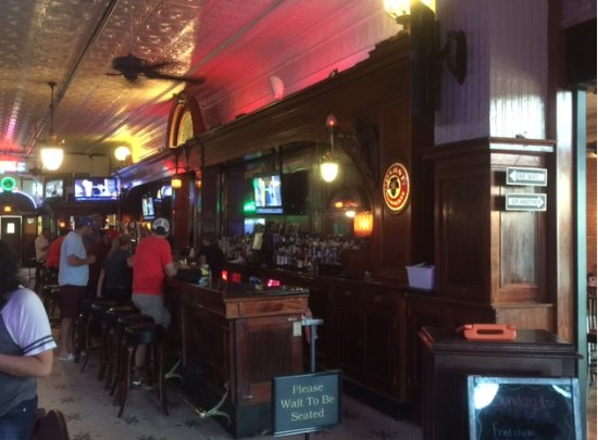 Kewanee, IL: the bar area
