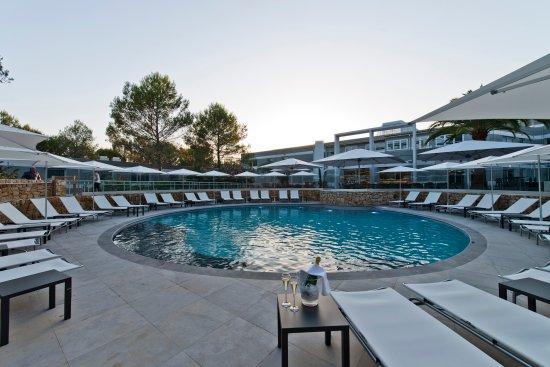 Golden tulip sophia antipolis hotel suites valbonne for Piscine sophia antipolis tarif