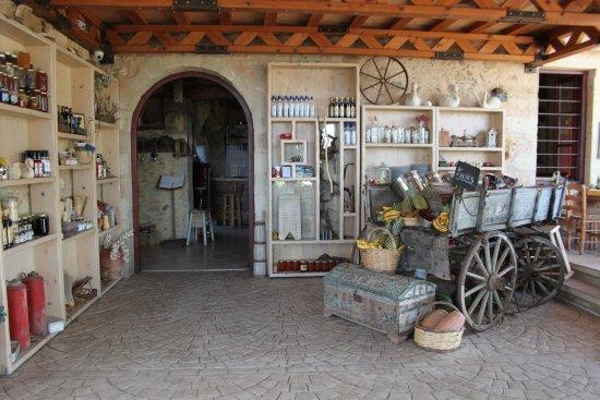 Gramboussa: L'ingresso e il carro con la frutta