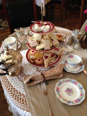 Crossroads Tearoom : High Tea at the Crossroads