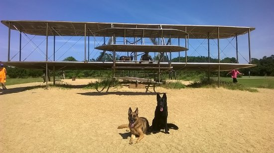 Wright Brothers National Memorial: Bronze replica
