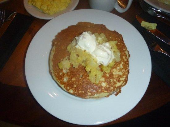 Kona Cafe: Macadamia-Pineapple Pancakes