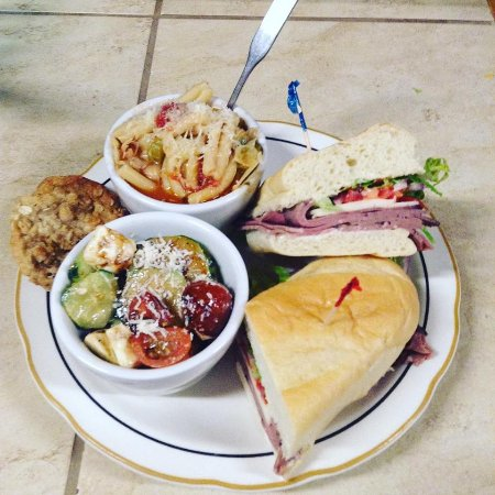 Jerome, Айдахо: The daily special includes homemade soup, salad, sandwich, cookie, and a drink for $10.00.