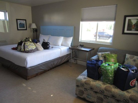 Julie's Park Cafe & Motel: King Bed and Sleeper sofa with extra blankets and pillows in the ottoman