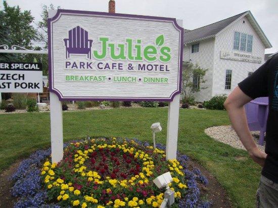 Julie's Park Cafe & Motel Photo