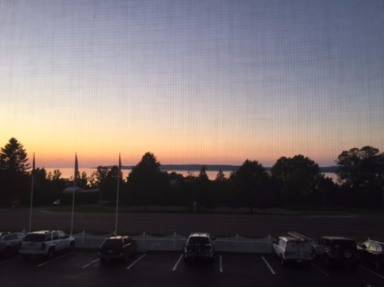 Super 8 Petoskey: The sunset by the water, room view