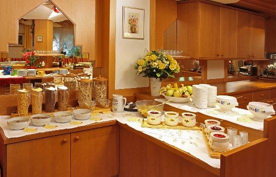 Royal Budroni Hotel: Frühstück