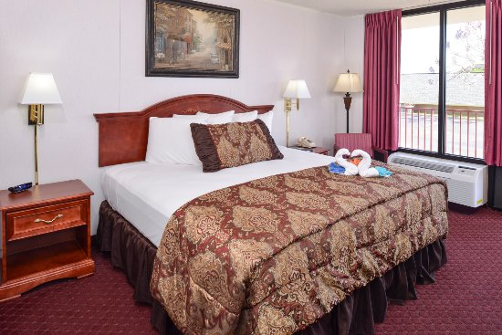 Branson Yellow Rose Inn and Suites: Standard King Bedroom