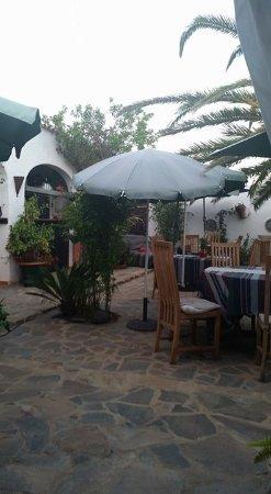 Triquivijate, Испания: Outside dining area