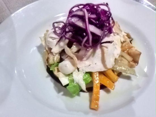 Сан-Костанцо, Италия: rosetta con catalana di verdure, spuma di stracchino e petto di cappone marinato