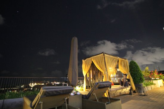 The ONE Legian: Sky lounge at night