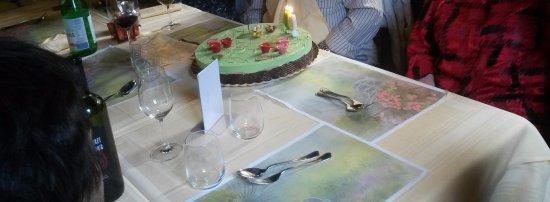 Pomy, Suiza: Gâteau glacé d'anniversaire de mariage (Excellent)