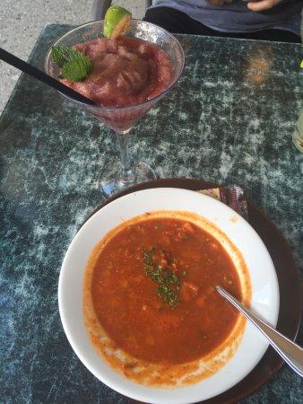 Main Street Diner : Boston clam chowder and Mint Raspberry mojito