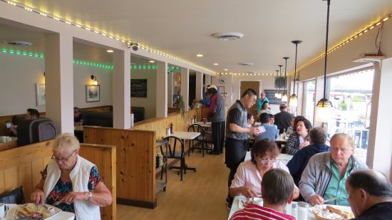Lakeview Restaurant : Busy place