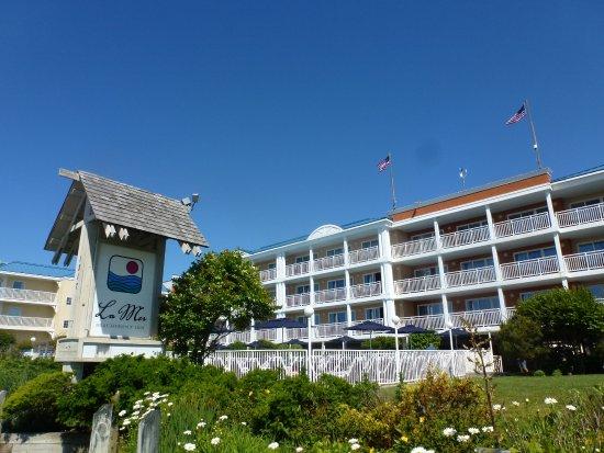 La Mer Beachfront  Inn: The Hotel from the front