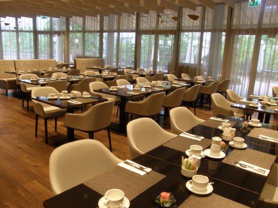 NH Prague City : Ресторан в верхнем корпусе