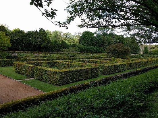 Cellettes, França: Überblick über einen Teil des Gartens