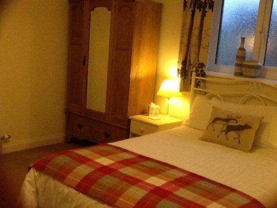The Old Grain Store Bed & Breakfast: Room 4 ( back room so no garden veiw)