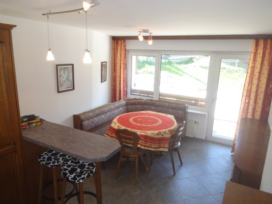 Artist Apartments & Hotel Garni: kitchen superoir 3 bed