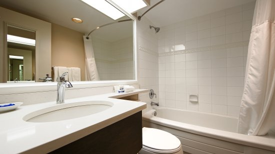 Best Western Plus Columbia River Hotel: Updated Bathroom