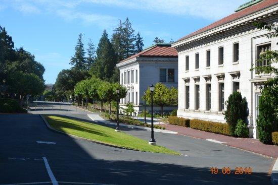 University of California, Berkeley: Учебные корпуса