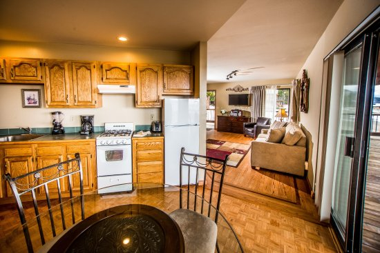 Tahoe Vista, CA: Lake Front Suite Kitchen