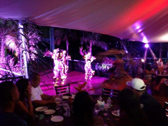 أمازون جانغل بالاس: Jantar Temático com danças indígenas