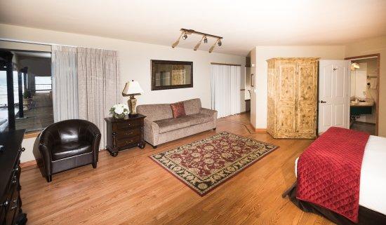 Tahoe Vista, CA: Lake View Kitchen Suite