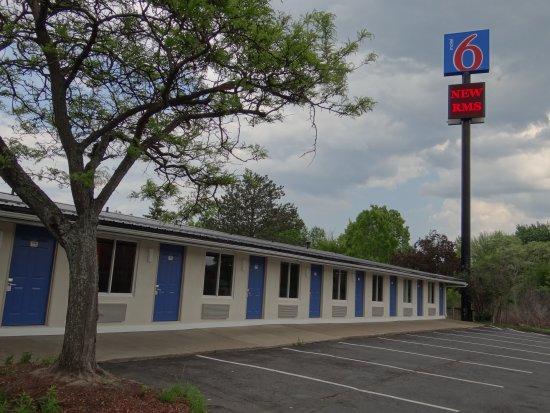 Motel 6 Erie: exterior