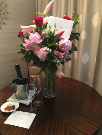 Rosewood Hotel Georgia: Flowers from my husband from their preferred vendor and hotel's gift amenity.