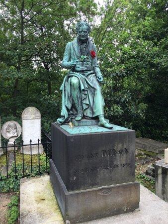 Pere-Lachaise Cemetery (Cimetiere du Pere-Lachaise) : pere la chaise - Sectionals, Sofas & Couches