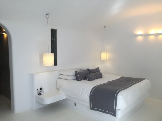 Dreams Luxury Suites: bright and comfy and spacious