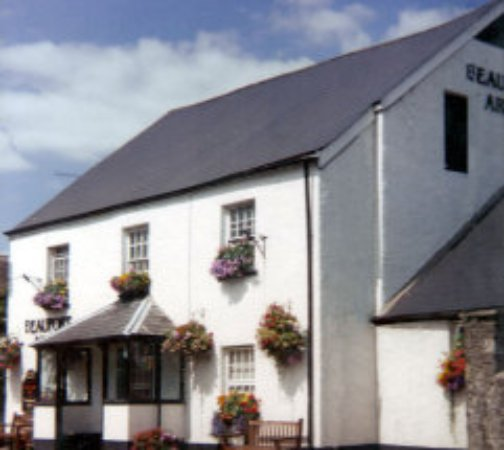Gilwern, UK: very clean 17th century pub/bb with beautiful food and great local characters