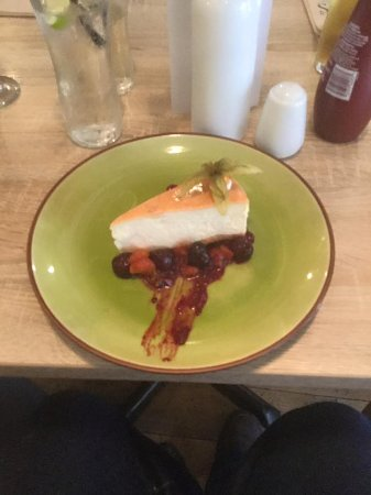 Northern Taps Kitchen Ale and Cider House: Baked Vanilla Cheesecake with a Spiced Cherry & Mandarin compote