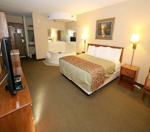 Walker Hotel: King bed room