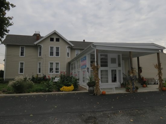 Marblehead, OH: front of inn