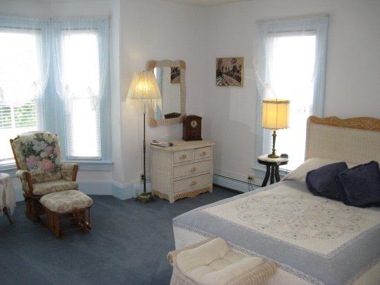 Victorian Inn Bed and Breakfast: queen room