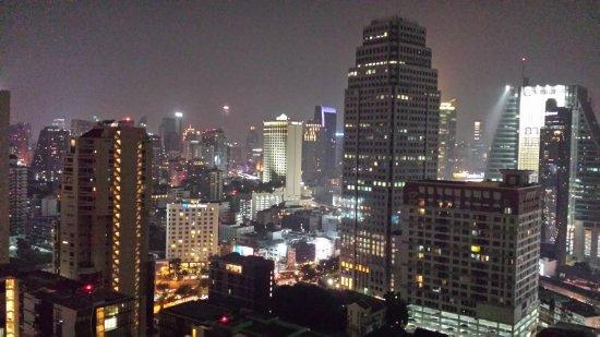 Rembrandt Hotel Bangkok: Aussichtsplatform im 26. Stock - umbedingt bei Nacht aufsuchen