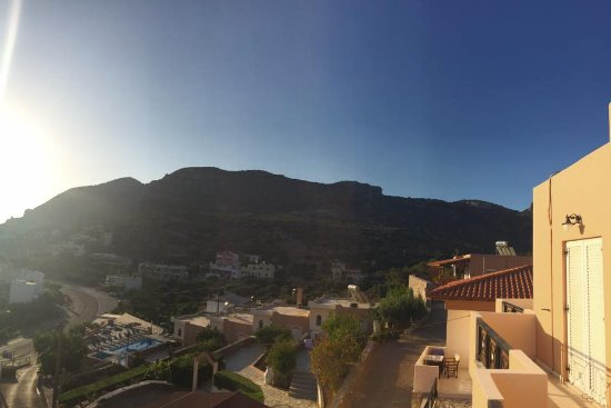 Καλό Χωριό, Ελλάδα: Early morning sun rise from an apartment at the top of the hill