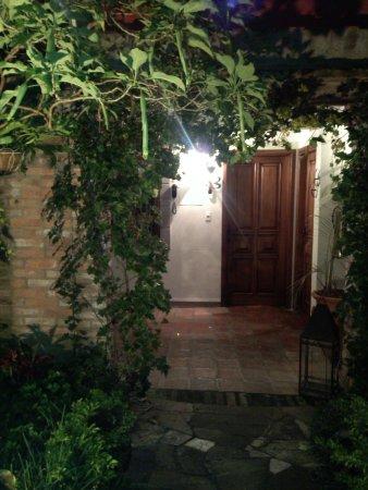 Posada Casa Sol: La primera noche, llegando a mi habitación a través del jardín