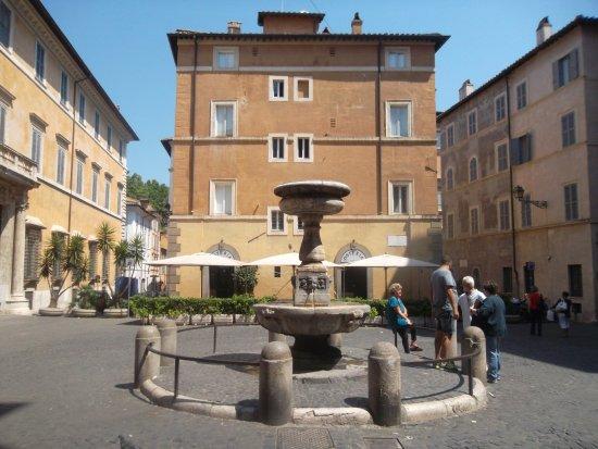 Fontana Di Piazza San Simeone