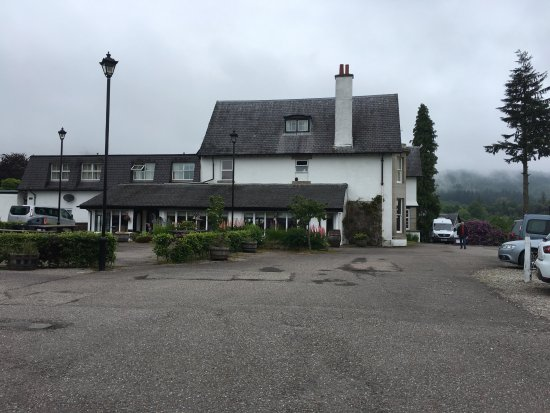 The Lovat, Loch Ness: View of hotel from the road