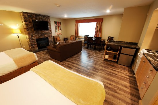 Alpine Inn and Suites: Fireplace suite