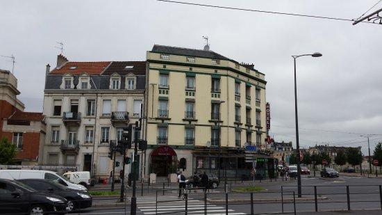 Hotel Porte Mars: Vue sur l'hôtel à partir du boulevard