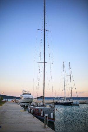 Kastel Kambelovac, Kroatien: Спортивная лодка)))